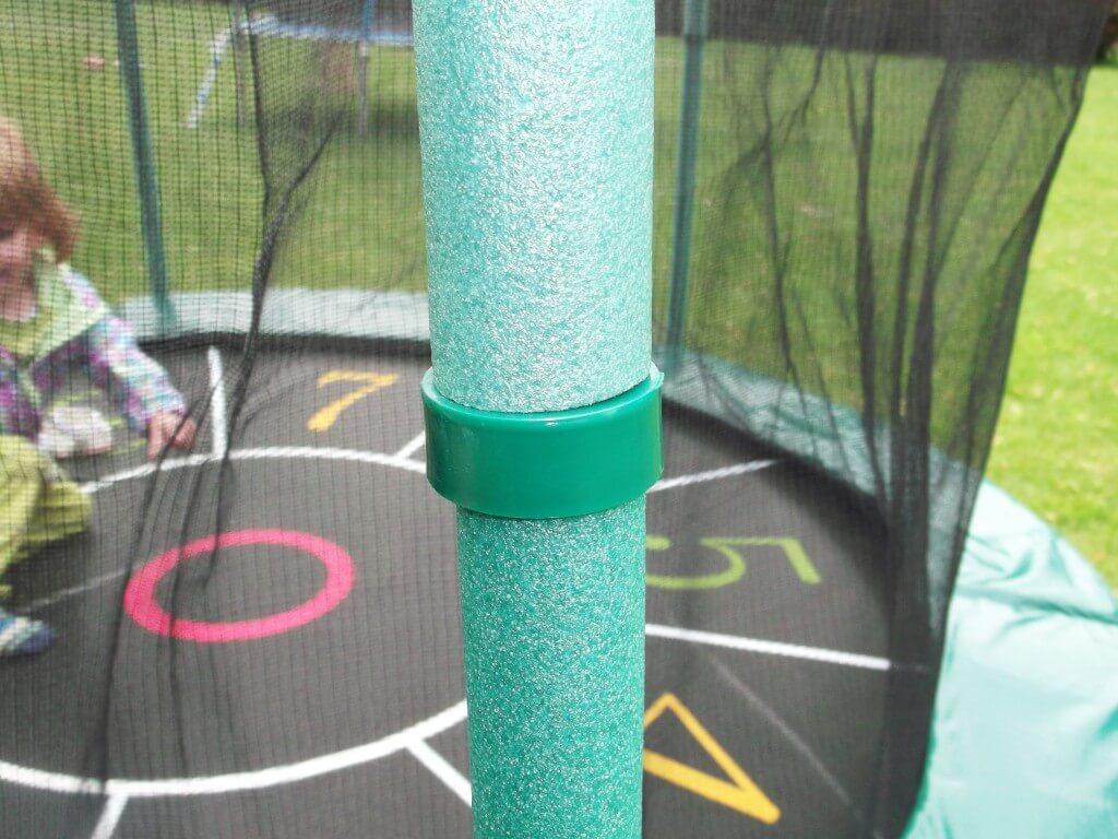 trampolin test des izzy sport mit sprungspiel bienenstube. Black Bedroom Furniture Sets. Home Design Ideas